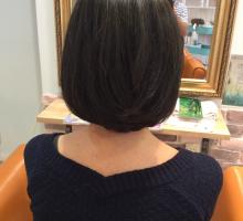 ペタッと柔らかい髪質をハナヘナで補強しながら 伸ばしてるけど切る
