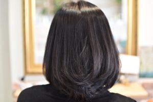 黒髮の直毛さんの伸ばし途中はストレートよりカールがあった方がお似合いですね!