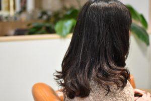 多毛で直毛さんはやっぱりデジタルパーマをかけてふんわりがお似合いですね!