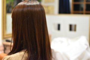広がる髪も根元の癖を伸ばすだけでサラっツヤな縮毛矯正