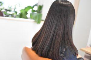 しっかりした髪質、ティーンエイジャーのくせ毛を柔らかくサラツヤな縮毛矯正
