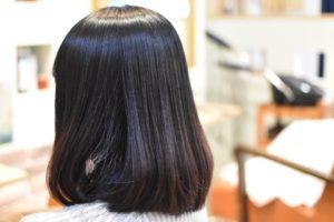 多毛でくせ毛で広がるなら,たくさん梳くより矯正した方が落ち着きますよ!
