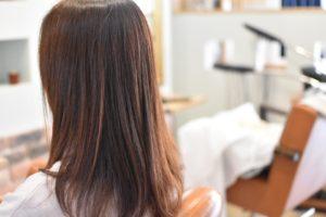 縮毛矯正は髪の毛の形状を変える技術です。