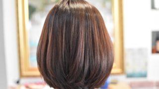 細〜いコテを使って癖を伸ばしながら自然な丸みの縮毛矯正